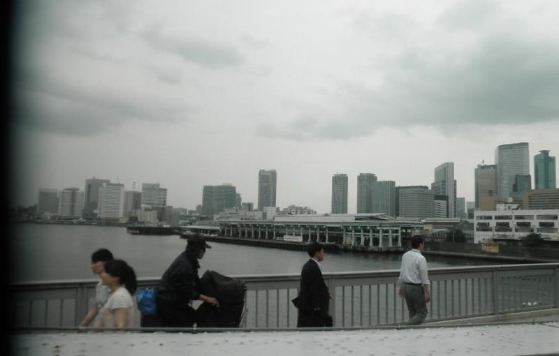 「勝鬨橋から築地・汐留を見る」