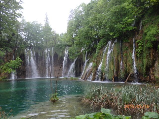「雨のプリトヴィッツェ湖群国立公園」